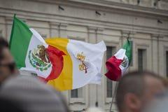 Σημαίες στο τετράγωνο του ST Peter Στοκ Εικόνες