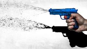 Πιστόλι νερού πυροβολισμού χεριών, ύφος της δεκαετίας του '70 Στοκ Εικόνες