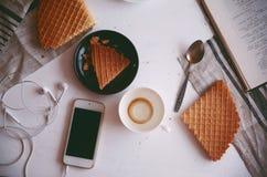 Πιωμένος ένα φλιτζάνι του καφέ στοκ φωτογραφία