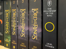Πιό πρόσφατα αγγλικά μυθιστορήματα φαντασίας για την πώληση στο κατάστημα βιβλίων βιβλιοθήκης στοκ φωτογραφία με δικαίωμα ελεύθερης χρήσης