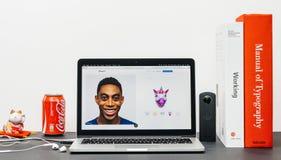 Πιό πρόσφατο iPhone Χ 10 με το animoji μονοκέρων, emoji Στοκ Φωτογραφία