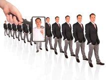 πιό magnifier έρευνα ατόμων χεριών κ&omic στοκ εικόνες