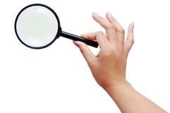 πιό magnifier γυναίκα χεριών Στοκ φωτογραφία με δικαίωμα ελεύθερης χρήσης