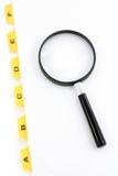 πιό magnifier κίτρινος αρχείων διαιρετών Στοκ φωτογραφία με δικαίωμα ελεύθερης χρήσης