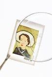 πιό magnifier τσιμπιδάκια γραμματ&omicron Στοκ εικόνα με δικαίωμα ελεύθερης χρήσης