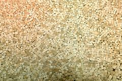 Πλάγια όψη του μεγάλου σωρού της ανοικτό καφέ ξυλείας στοκ εικόνες