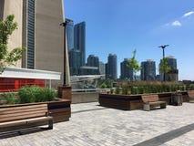 Πλάγια όψη του πύργου ΣΟ που βρίσκεται στο Τορόντο Καναδάς μια ηλιόλουστη ημέρα στοκ εικόνα