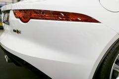 Πλάγια όψη του φ-τύπου coupe S 2017 ιαγουάρων Εξωτερικές λεπτομέρειες αυτοκινήτων Στοκ φωτογραφίες με δικαίωμα ελεύθερης χρήσης