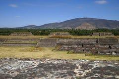 Πλάγια όψη των πυραμίδων του ήλιου και του φεγγαριού, archeological σύνθετος Teotihuacan Μεξικό Στοκ Εικόνα