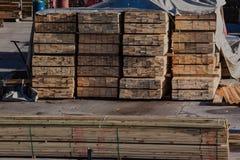 Πλάκες που συσσωρεύονται ξύλινες Στοκ εικόνα με δικαίωμα ελεύθερης χρήσης