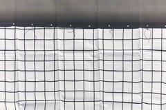 Πλέγμα καλωδίων μετάλλων και προστατευτικό περιφραγμένο ύφασμα constructio οικοδόμησης Στοκ Φωτογραφίες
