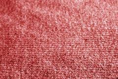 Πλέκοντας σχέδιο με την επίδραση θαμπάδων στο κόκκινο χρώμα Στοκ εικόνα με δικαίωμα ελεύθερης χρήσης