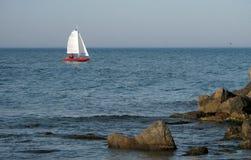 πλέοντας γιοτ θάλασσας &b στοκ εικόνα με δικαίωμα ελεύθερης χρήσης