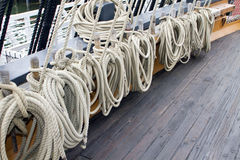 πλέοντας σκάφος σχοινιών &g Στοκ εικόνες με δικαίωμα ελεύθερης χρήσης