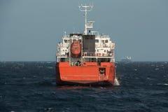 πλέοντας ύδωρ σκαφών φορτί&omic στοκ εικόνες
