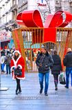 Πλήθος ΒΕΛΙΓΡΑΔΙ'ΟΥ, ΣΕΡΒΙΑ των ανθρώπων και των διακοσμήσεων Χριστουγέννων στην οδό και Άγιο Βασίλη Knez Mihailova Το διασημότερ στοκ φωτογραφίες