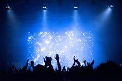 Πλήθος σε μια συναυλία μουσικής στοκ φωτογραφία