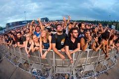 Πλήθος σε μια συναυλία Download στο φεστιβάλ μουσικής βαρύ μετάλλου Στοκ φωτογραφία με δικαίωμα ελεύθερης χρήσης