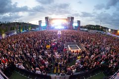 Πλήθος σε μια συναυλία Download στο φεστιβάλ μουσικής βαρύ μετάλλου Στοκ Εικόνες