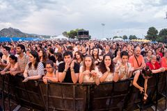 Πλήθος σε μια συναυλία FIB στο φεστιβάλ στοκ εικόνες