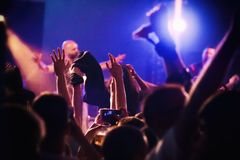Πλήθος στη συναυλία μουσικής Στοκ εικόνες με δικαίωμα ελεύθερης χρήσης