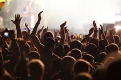 πλήθος στη συναυλία - φεστιβάλ θερινής μουσικής στοκ φωτογραφία με δικαίωμα ελεύθερης χρήσης