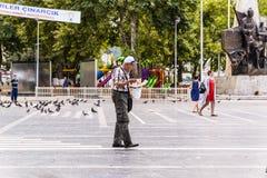 Πλήθος στο πόλης κέντρο Cinarcik - Τουρκία Στοκ Εικόνες