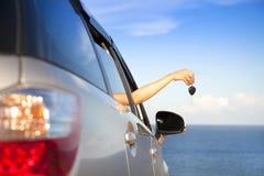 Πλήκτρο αυτοκινήτων εκμετάλλευσης χεριών Στοκ εικόνα με δικαίωμα ελεύθερης χρήσης