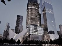 Πλήμνη μεταφορών σταθμών WTC του World Trade Center Westfield, Oculus και μουσείο 9/11, ουρανοξύστες πίσω Μανχάτταν δεμένη όψη σκ στοκ εικόνες με δικαίωμα ελεύθερης χρήσης