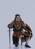 πλήρης απομονωμένος γκρι ιππότης τεθωρακισμένων μεσαιωνικός Στοκ Εικόνες