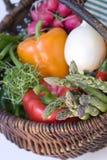 πλήρη λαχανικά καλαθιών Στοκ φωτογραφία με δικαίωμα ελεύθερης χρήσης