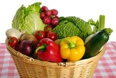 πλήρη λαχανικά καλαθιών Στοκ Εικόνα