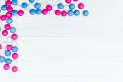 Πλαίσιο από τις ζωηρόχρωμες καραμέλες μεντών Στοκ Φωτογραφία