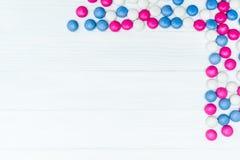 Πλαίσιο από τις ζωηρόχρωμες καραμέλες μεντών Στοκ εικόνες με δικαίωμα ελεύθερης χρήσης