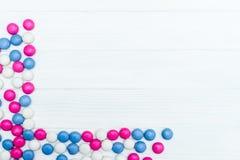 Πλαίσιο από τις ζωηρόχρωμες καραμέλες μεντών Στοκ εικόνα με δικαίωμα ελεύθερης χρήσης