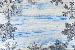 Πλαίσιο ασημένια snowflakes στοκ φωτογραφία με δικαίωμα ελεύθερης χρήσης
