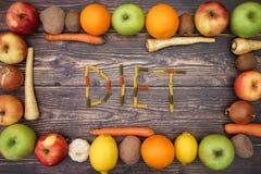 Πλαίσιο και διατροφή φρούτων στον πίνακα στοκ φωτογραφίες