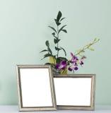 Πλαίσιο και λουλούδια φωτογραφιών Στοκ φωτογραφία με δικαίωμα ελεύθερης χρήσης