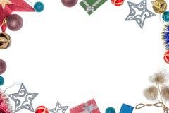 Πλαίσιο με τις διακοσμήσεις Χριστουγέννων για τα Χριστούγεννα Σφαίρες Χριστουγέννων, διακοσμήσεις Χριστουγέννων και δώρα Στοκ Φωτογραφία