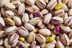 Πλαίσιο που βλασταίνεται πλήρες των καρυδιών φυστικιών Στοκ Φωτογραφίες