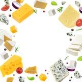 Πλαίσιο τυριών που απομονώνεται στο άσπρο υπόβαθρο, διαφορετικοί τύποι τυριών στοκ εικόνες
