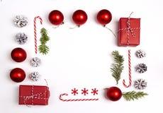 Πλαίσιο Χριστουγέννων από τις διακοσμήσεις και τα δώρα Χριστουγέννων Επίπεδος βάλτε Στοκ φωτογραφίες με δικαίωμα ελεύθερης χρήσης