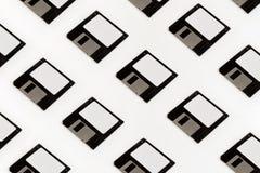 Πλαδαρές δισκέτες αποθήκευσης στοιχείων στο άσπρο υπόβαθρο Παλαιό αναδρομικό Tec στοκ φωτογραφία