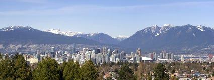 πλαισιωμένα ο Καναδάς βουνά Βανκούβερ στοκ φωτογραφία