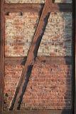 πλαισιωμένος τούβλο τοίχος στοκ φωτογραφίες με δικαίωμα ελεύθερης χρήσης