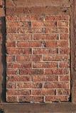 πλαισιωμένος τούβλο τοίχος Στοκ φωτογραφία με δικαίωμα ελεύθερης χρήσης