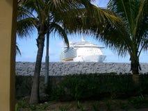 πλαισιωμένο σκάφος φοινικών Στοκ εικόνες με δικαίωμα ελεύθερης χρήσης