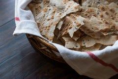 Πλακάκι Carasau τριζάτο Flatbread από τη Σαρδηνία Λεπτό ψωμί στοκ φωτογραφία