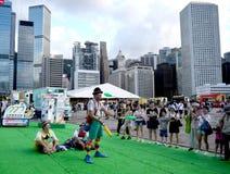 Πλακατζές που παίζουν τις λέσχες στο Χονγκ Κονγκ στοκ εικόνες