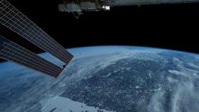 Πλανήτης Γη που βλέπει από το ISS Εξερεύνηση του διαστήματος του πλανήτη Γη τη νύχτα r απόθεμα βίντεο